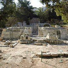 220px-emmaus-nicopolis-basilica.jpg